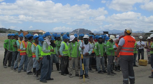 Fives_safety_briefing_on_construction_works_site