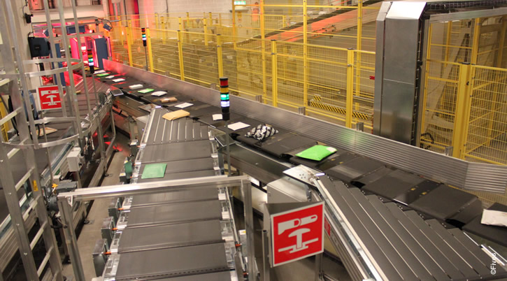 Fives induction line consists in a sequence of several conveyor belts that load a flow of items onto the cross belt sorter
