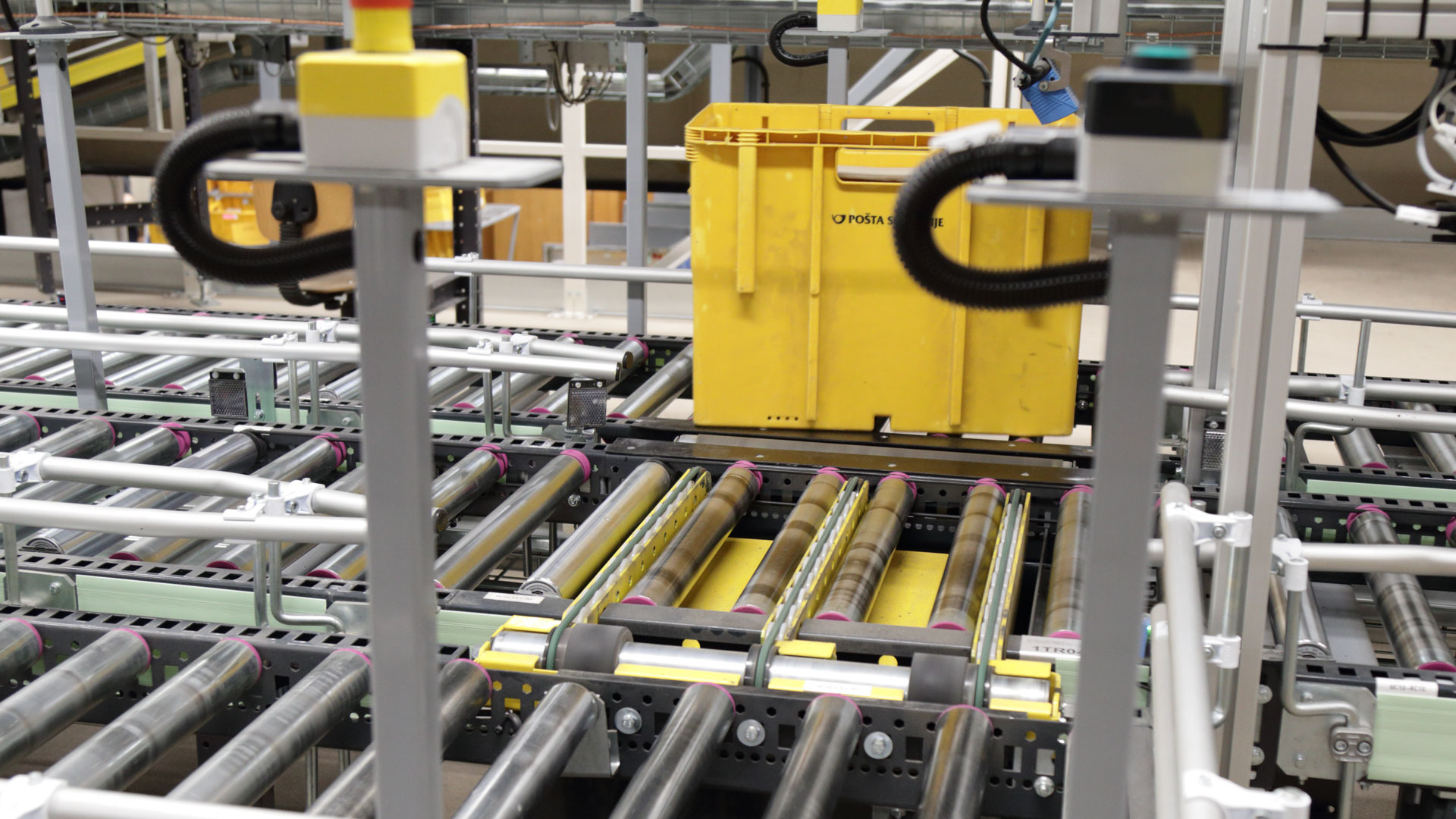 A worldwide experience in material handling and sorting solutions for various markets.